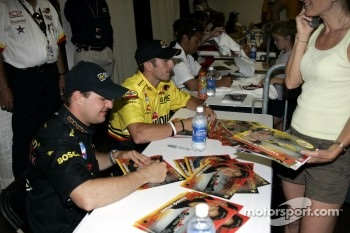 Autograph session: Tomas Enge and Tomas Scheckter