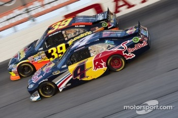 Ryan Newman, Stewart-Haas Racing Chevrolet and Kasey Kahne, Red Bull Racing Team Toyota