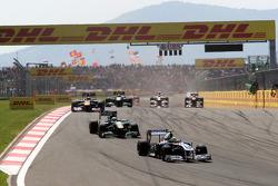 Pastor Maldonado, AT&T Williams leads Heikki Kovalainen, Team Lotus