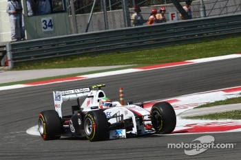Sergio Perez, Sauber F1 Team messing his nose cone