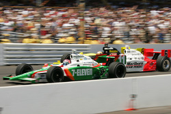 Start: Tony Kanaan and Sam Hornish Jr. battle