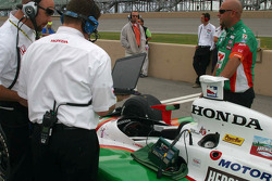 Tony Kanaan's engineers