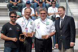 Michael Andretti, Kim Green and Kevin Savoree receive 2005 winning owners' rings