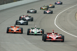 Dan Wheldon leads a group of cars