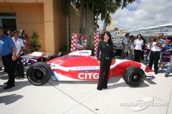 Press conference: Milka Duno poses with the Citgo car