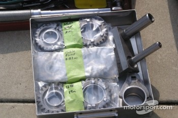 Extra transmission gears for practice sessions