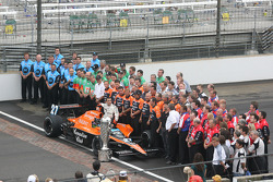 Dario Franchitti and Team Andretti Green pose for photographers