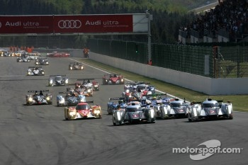 Start: #1 Audi Sport Team Joest Audi R18 TDI: Timo Bernhard, Romain Dumas, Mike Rockenfeller and #2 Audi Sport Team Joest Audi R18 TDI: Marcel Fssler, Andre Lotterer, Benoit Trluyer lead the field