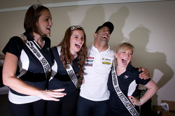 Tony Kanaan, KV Racing Technology-Lotus has fun with the Indy 500 princesses