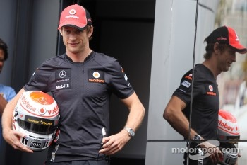 Jenson Button, McLaren Mercedes with Steinmetz Diamonds on his helmet