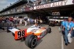 Car of Dan Wheldon, Bryan Herta Autosport with Curb / Agajanian taken to the starting grid
