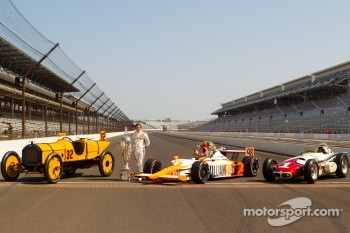 Winners photoshoot: Dan Wheldon, Bryan Herta Autosport with Curb / Agajanian poses with the 1911 winner Marmon Wasp of Ray Harroun, the 1961 winner Trevis Offenhauser of A.J. Foyt and the 2011 winner Dallara Honda