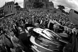 #7 Peugeot Sport Total Peugeot 908 unloads