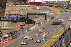 Start: #2 Audi Sport Team Joest Audi R18 TDI: Marcel Fässler, André Lotterer, Benoit Tréluyer leads the field
