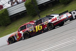 Greg Biffle, Roush Fenway Racing Ford and Jamie McMurray, Earnhardt Ganassi Racing Chevrolet
