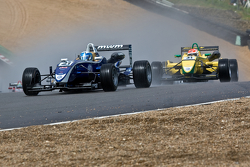 Rupert Svendsen-Cook leads Felipe Nasr at the start