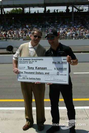 Tony Kanaan receiving an award