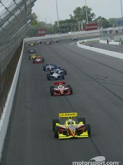 Scott Sharp leading a group of cars