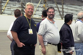 Motorsport.com's Dave Reininger and Ken Plotkin wait their turn to ride in the pace car