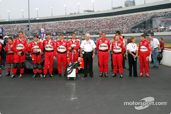 Team Penske lines up, Roger in the center, Gil de Ferran far right