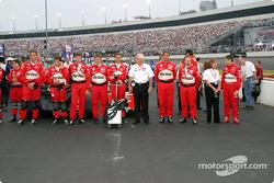Team Penske lines up, Roger in the center, Gil de Ferran far right