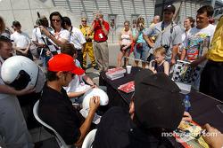 Autograph session: Darren Manning