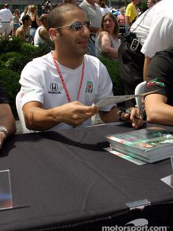 Autograph session: Tony Kanaan