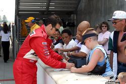 Sam Hornish Jr. signs autographs
