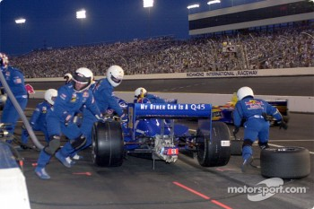 Scheckter's crew changes the tires