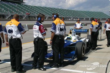 Vitor Meira's crew prepares for  practice