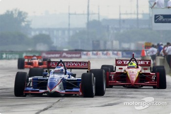 Race action: Scott Dixon and Bruno Junqueira