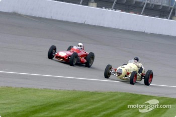 Historic Champ cars showcase: race action