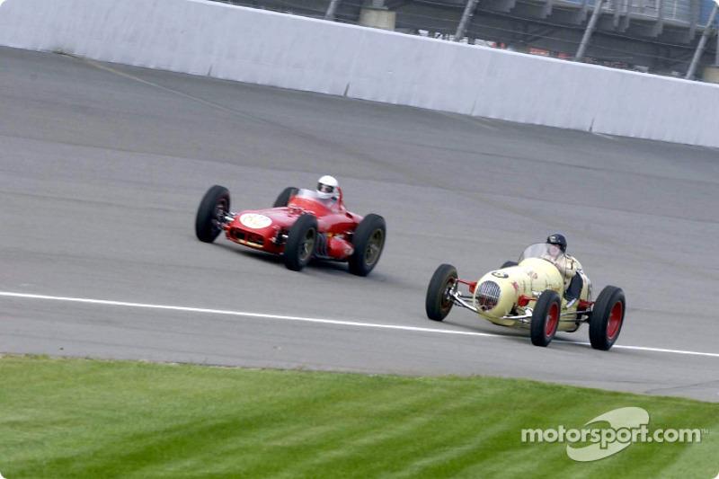 Historic Champ cars showcase: race action