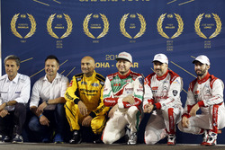 Alle FIA WTCC Weltmeister, Roberto Ravaglia, Andy Priaulx, Gabriele Tarquini, LADA Sport Rosneft, Lada Vesta; Rob Huff, Honda Racing Team JAS, Honda Civic WTCC; Yvan Muller, Citroën World Touring Car Team, Citroën C-Elysée WTCC; José María López, Citroën W