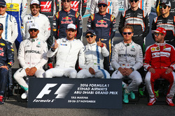 Jenson Button, McLaren with Felipe Massa, Williams at the end of season group drivers group photograph