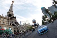 NASCAR Sprint Cup Fotos - Jimmie Johnson, Hendrick Motorsports Chevrolet en las calles de Las Vegas