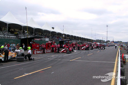 Pitlane activity in the morning