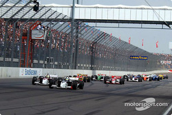 The start: Sébastien Bourdais takes the lead ahead of Bruno Junqueira