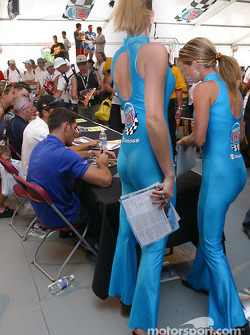 Drivers autograph session: Max Papis