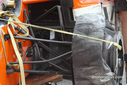 Damage on Oriol Servia's car
