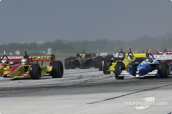 Start: Paul Tracy takes the first curve wide next to Justin Wilson