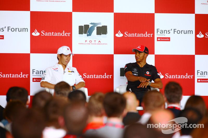 Kamui Kobayashi, Sauber F1 Team and Lewis Hamilton, McLaren Mercedes