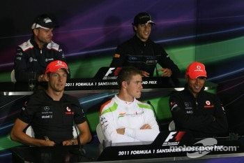 Rubens Barrichello, Williams F1 Team, Daniel Ricciardo, Hispania Racing Team, HRT, Paul di Resta, Force India F1 Team and Lewis Hamilton, McLaren Mercedes
