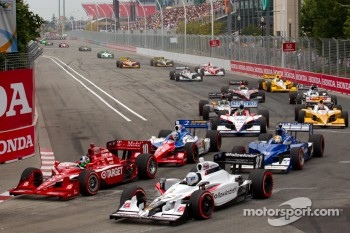 Start: Dario Franchitti, Target Chip Ganassi Racing and Mike Conway, Andretti Autosport