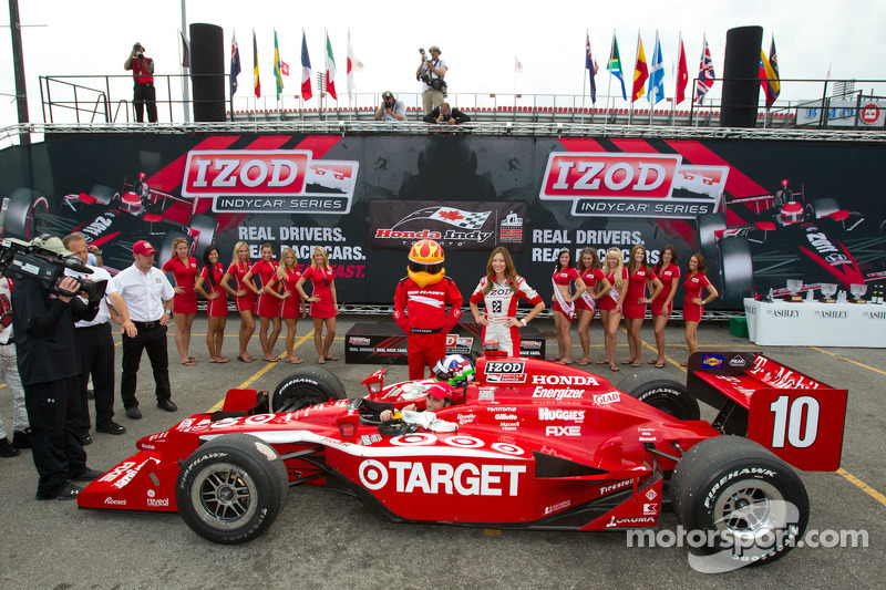 Victory circle: race winner Dario Franchitti, Target Chip Ganassi Racing celebrates