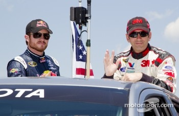 Brian Vickers, Red Bull Racing Toyota and Greg Biffle, Roush Fenway Racing Ford