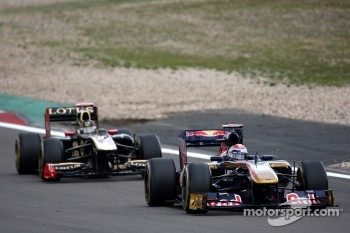 Sebastien Buemi, Scuderia Toro Rosso leads Nick Heidfeld, Lotus Renault GP