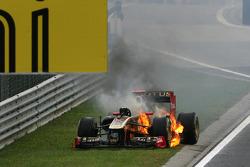 Nick Heidfeld, Lotus Renault F1 Team, car on fire