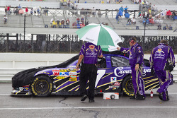Matt Kenseth, Roush Fenway Racing Ford crew covers up his car during a red flag due to rain