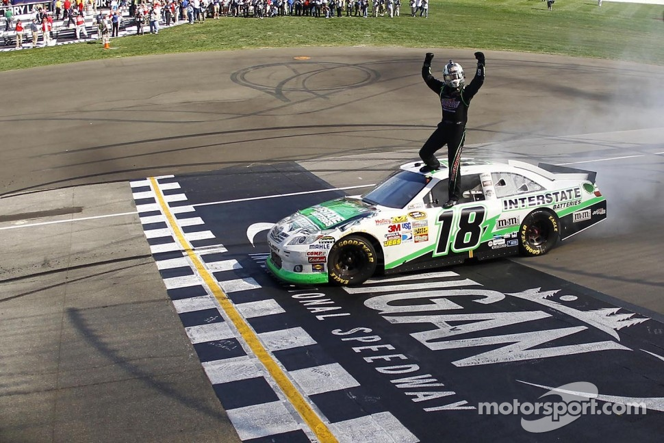 Race winner Kyle Busch, Joe Gibbs Racing Toyota